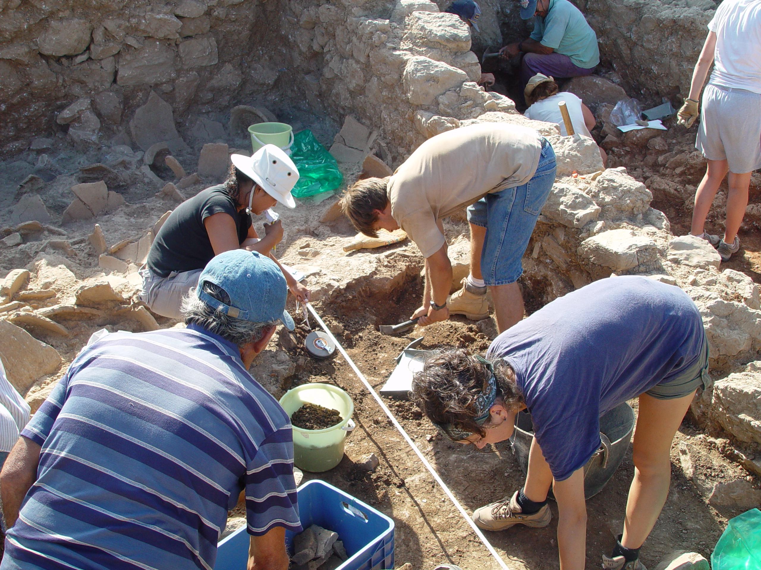 08Jul03 – B1200 B1500 excavations 10
