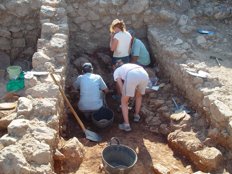 08Jul03 – B1200 B1500 excavations 12ppt